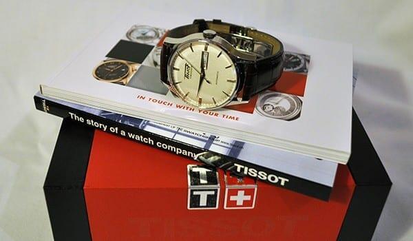 Kellon mukana tulee mm. mainio pieni historiikki Tissotista.