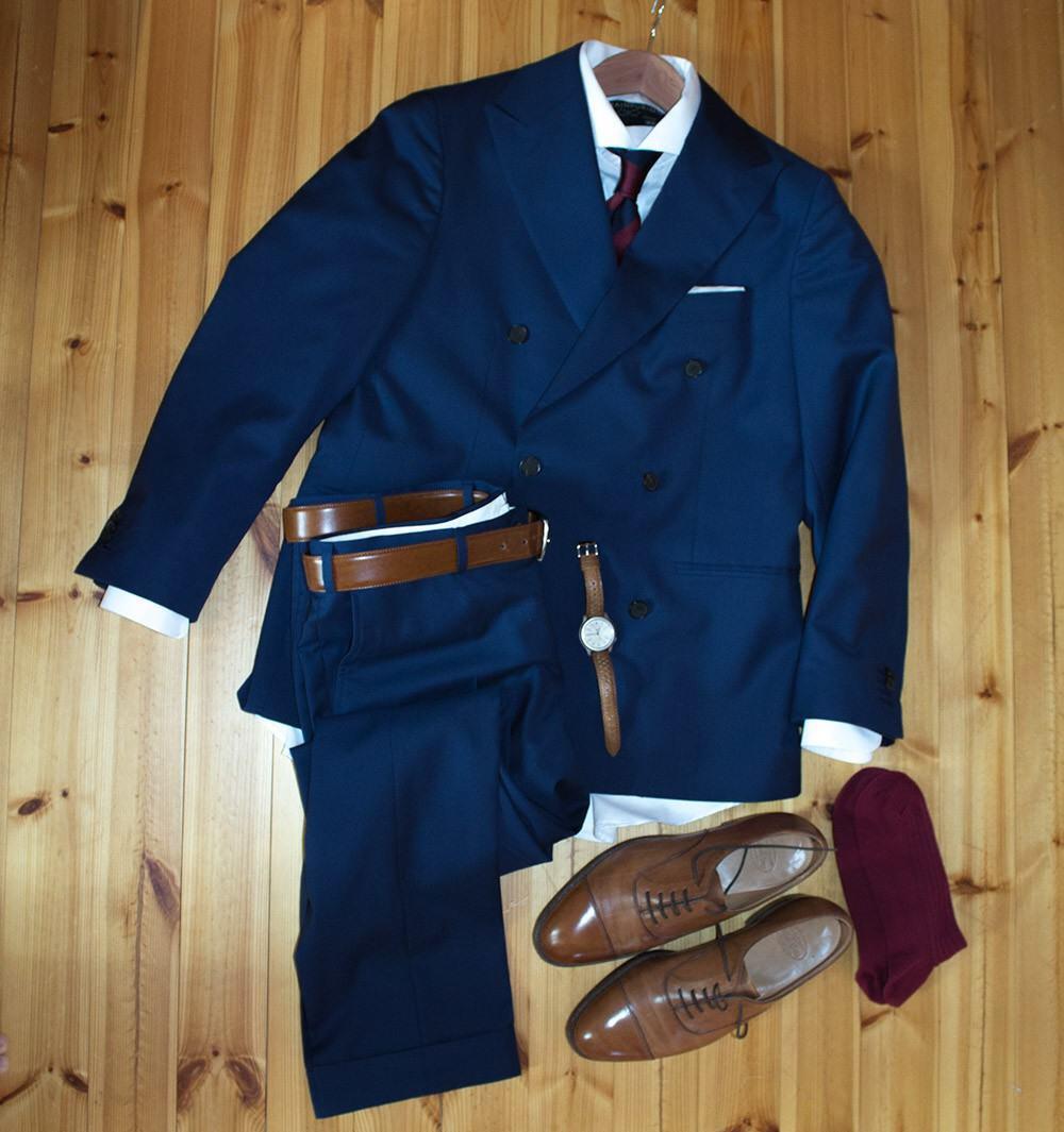 Puku; SuitSupply, paita; Herrainpukimo, taskuliina; Tommi, solmio; T.M. Lewin, vyö; Matex, Kengät; Crockett & Jones, kello; Seiko5.