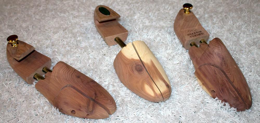 Seetripuisilla lepolesteillä huolehdit kengistäsi. Vasemmalta oikealle; Feetlet (koko M), Loake (koko M) ja Herrainpukimo (koko 41-42).