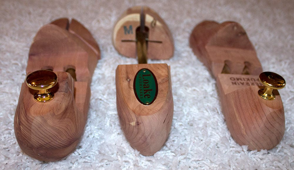 Lepolestien erot ovat kosmeettisia, Loaken (keskellä) ollessa Feetletin (vasemmalla) ja Herrainpukimon lepolestejä hivenen sirompi.