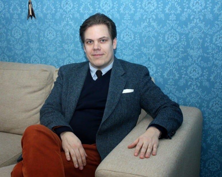 Tyyliniekan Joose luottaa syksyisessä pukeutumisessaan murrettuun punaiseen, johon voi yhdistää mm. sinistä turvallisesti.