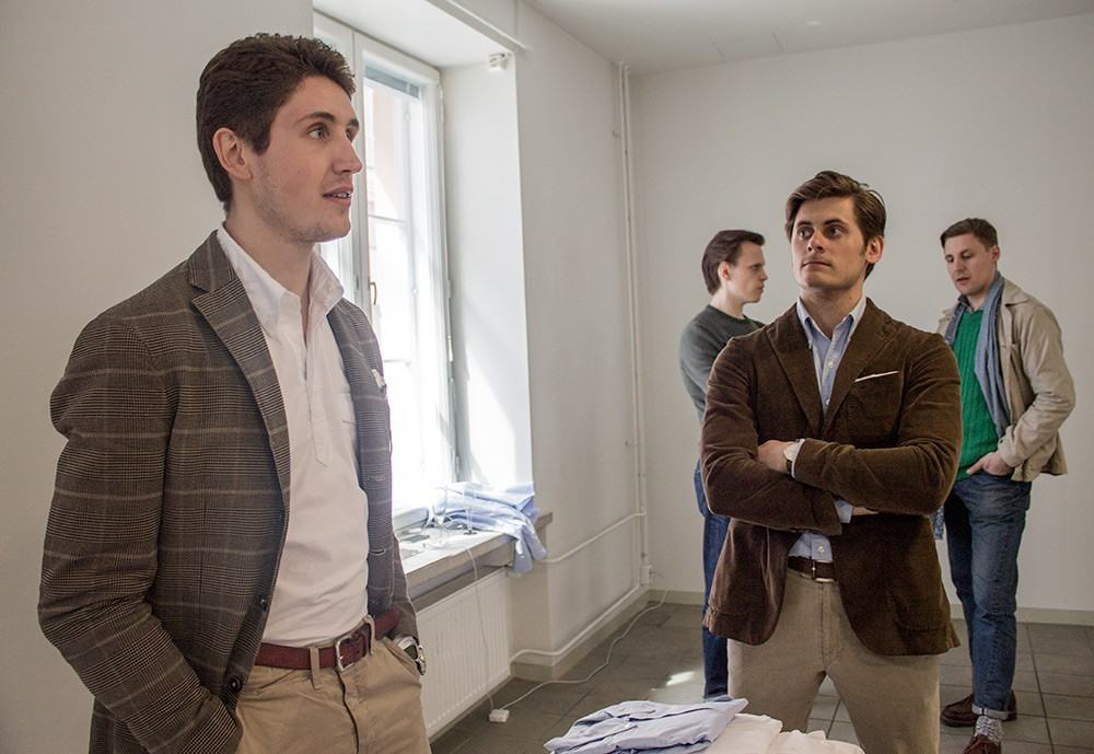 Lean Garmentsin herrat olivat esittelemässä uunituoreita popover-paitojaan.