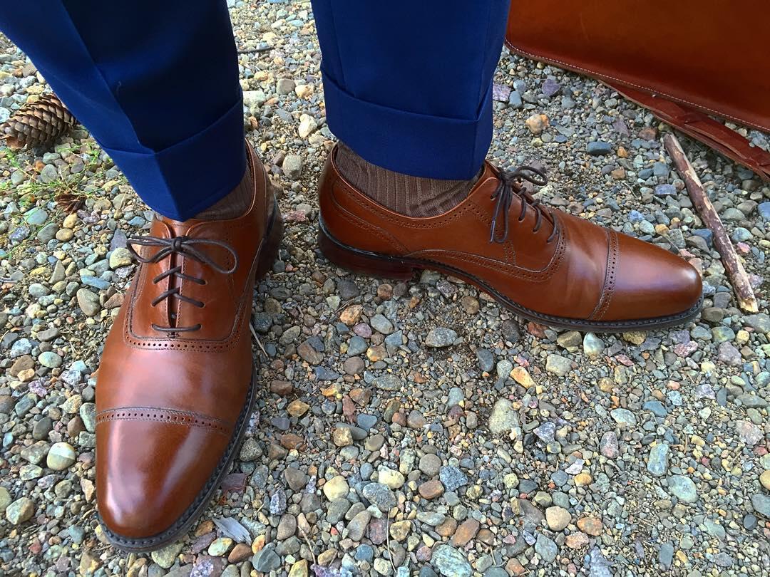 Housut: SuitSupply, Kengät: Loake (Anderssen & Kurki), sukat: Bexley. Kuvassa housujen sävy on todellisuutta kirkkaampi.