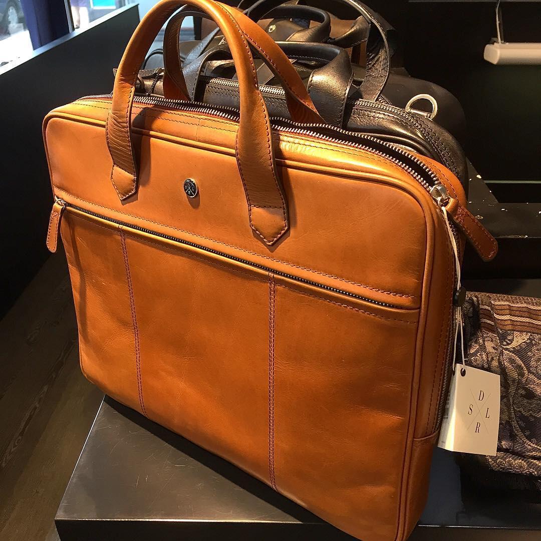 Saddlerin portfolio-laukku Pohjanheimolla.