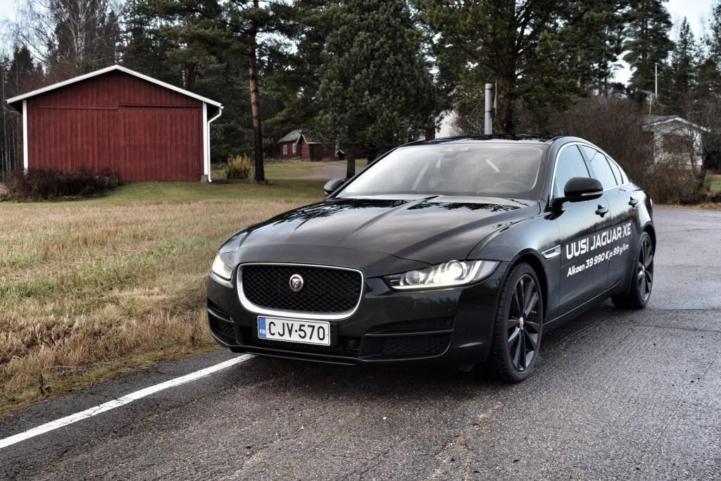 Jaguar XE edestä
