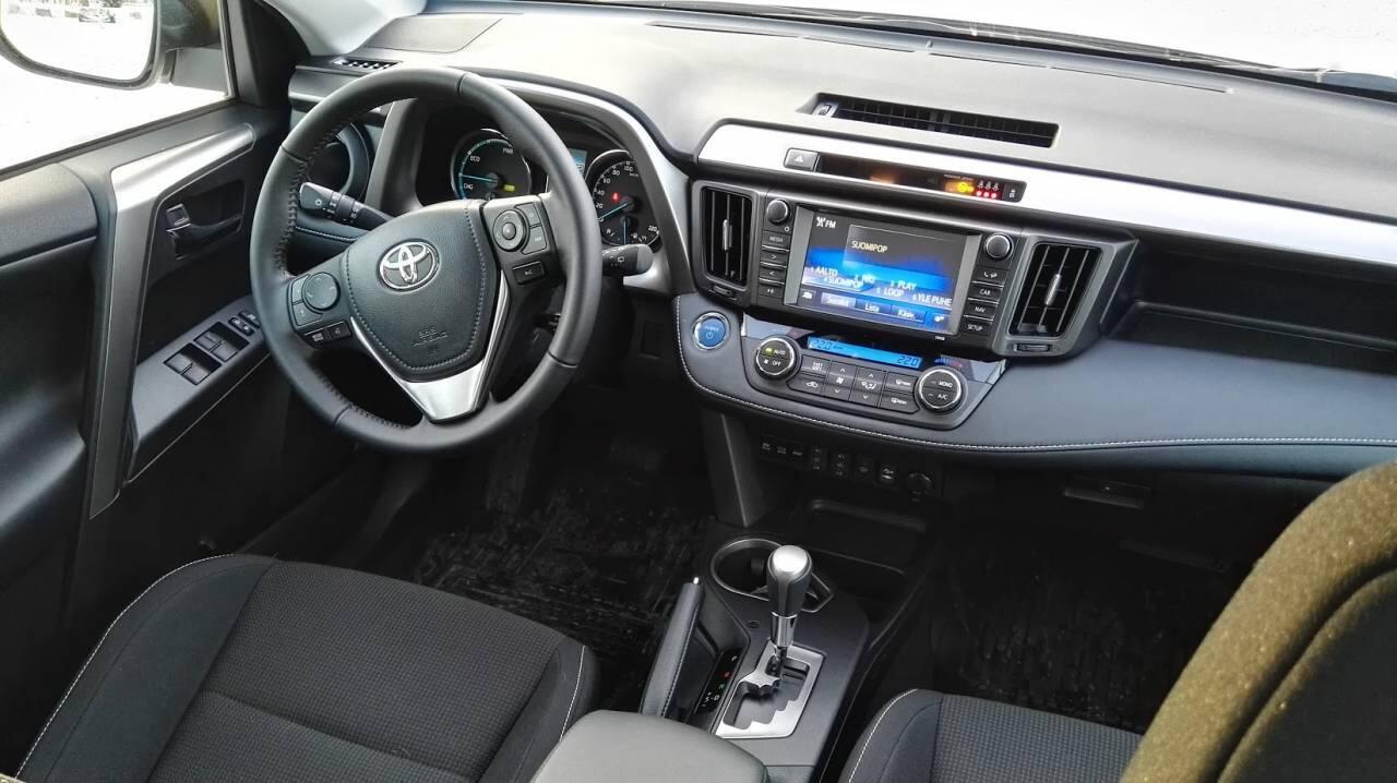 Toyota-RAV4-hybrid-2016-5