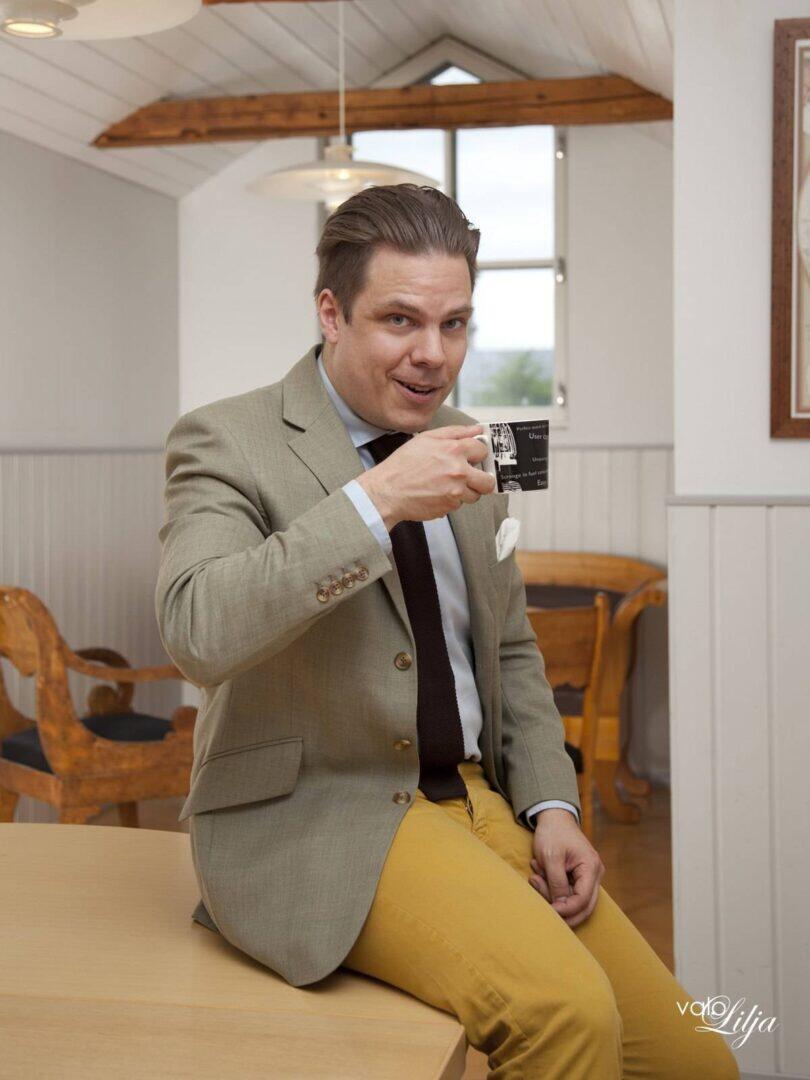 vaalea takki + sinapinruskea