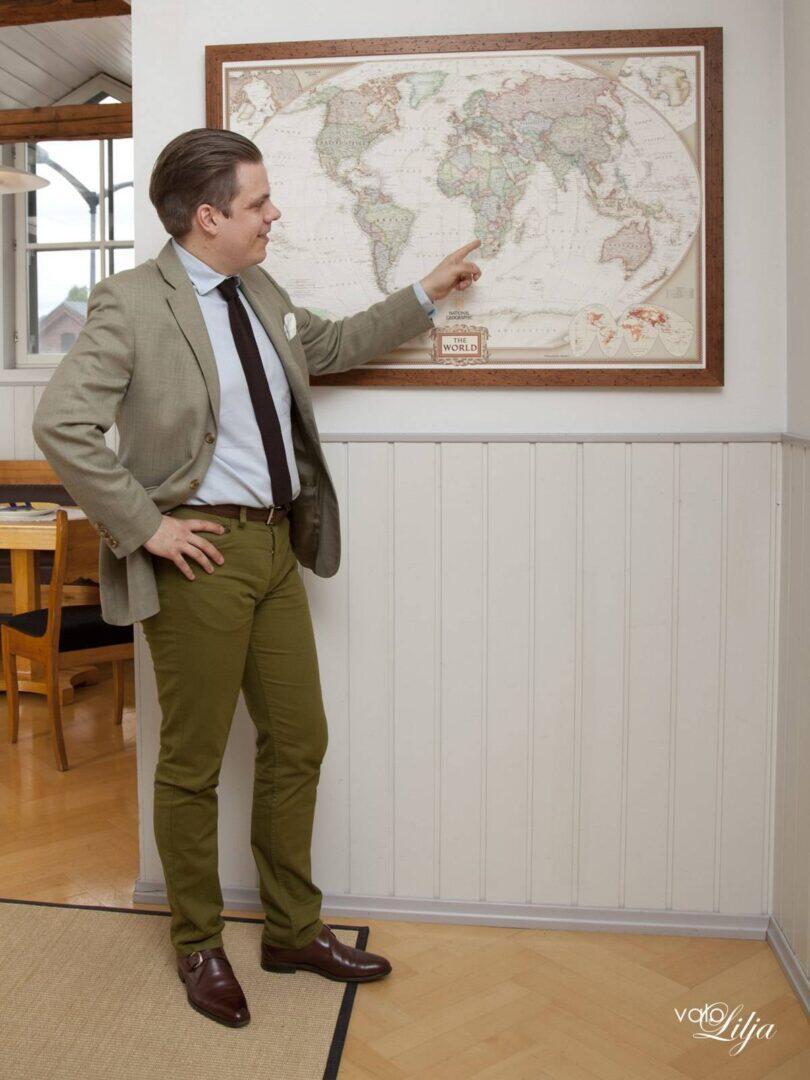 vaalea takki + vihreät housut