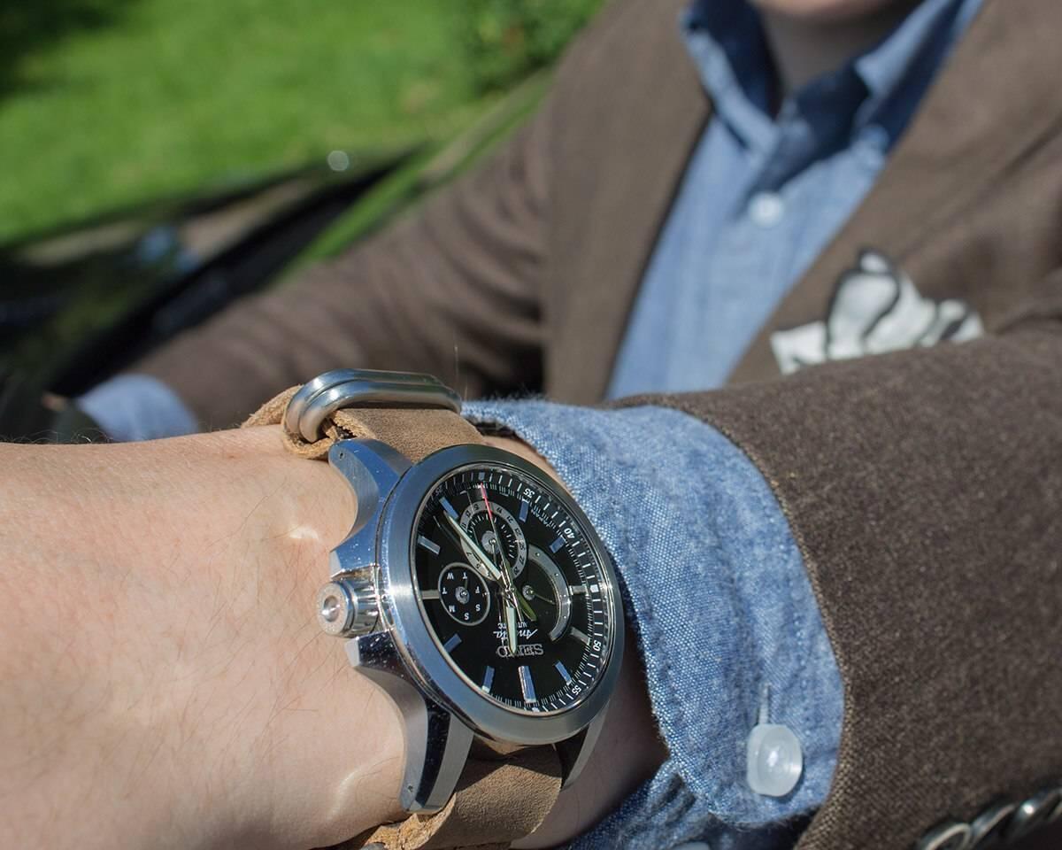 Punavuoren Rannekkeen Jaillbreak-malliston nahkanato tuo kelloon sopivaa röyhkeyttä.