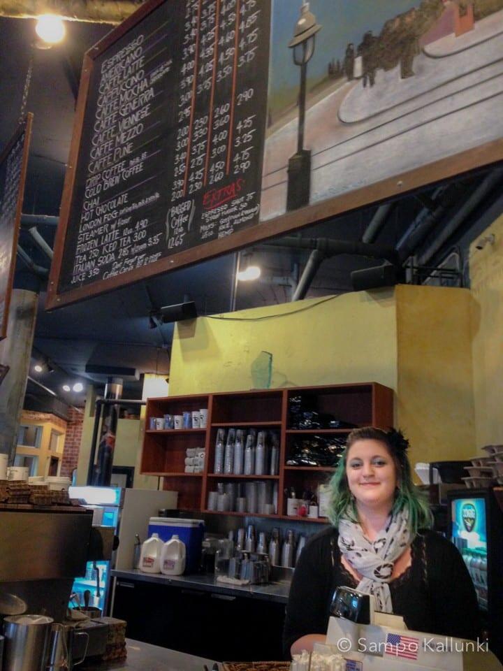 Uptown Espresson iloinen Sapphira.
