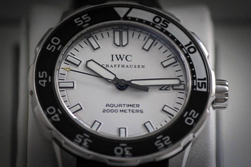 IWC Aquatimerin kellotaulu on kaunis.