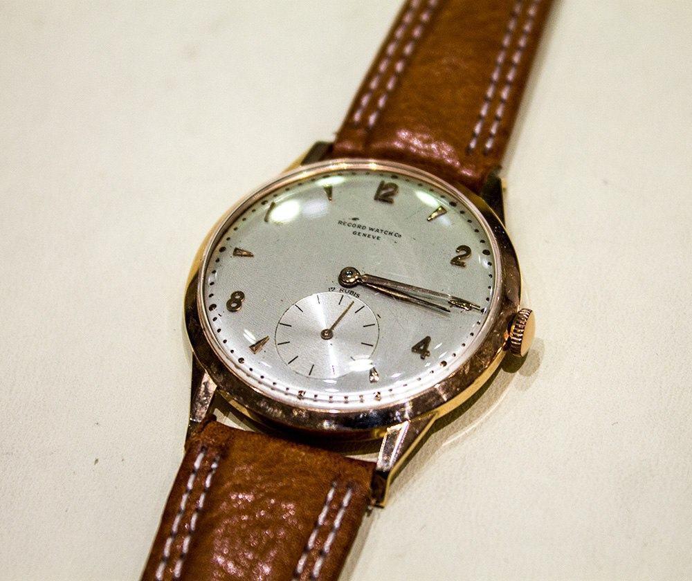 Longinesille päätyneen ja sittemmin lopetetun Record Watch Co:n kello edustaa kokoelman tuntemattomampia kellomerkkejä.