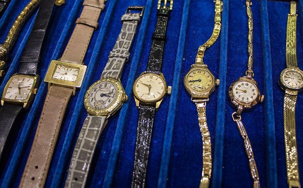 Naisten kelloja löytyy runsaasti ja erityisesti Zenithin kellot ovat haluttuja.