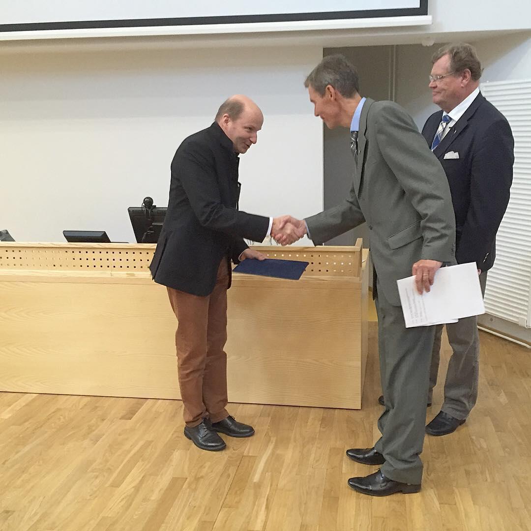 Kari Voutilainen sai Riutun säätiön kädentaitajan palkinnon.