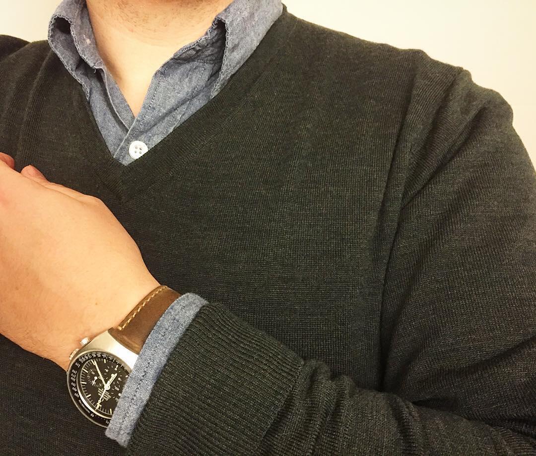 Uniqlon tummanvihreä neulepusero ja Lean Garmentsin nappikauluspaita olivat usein käyttämäni yhdistelmä.