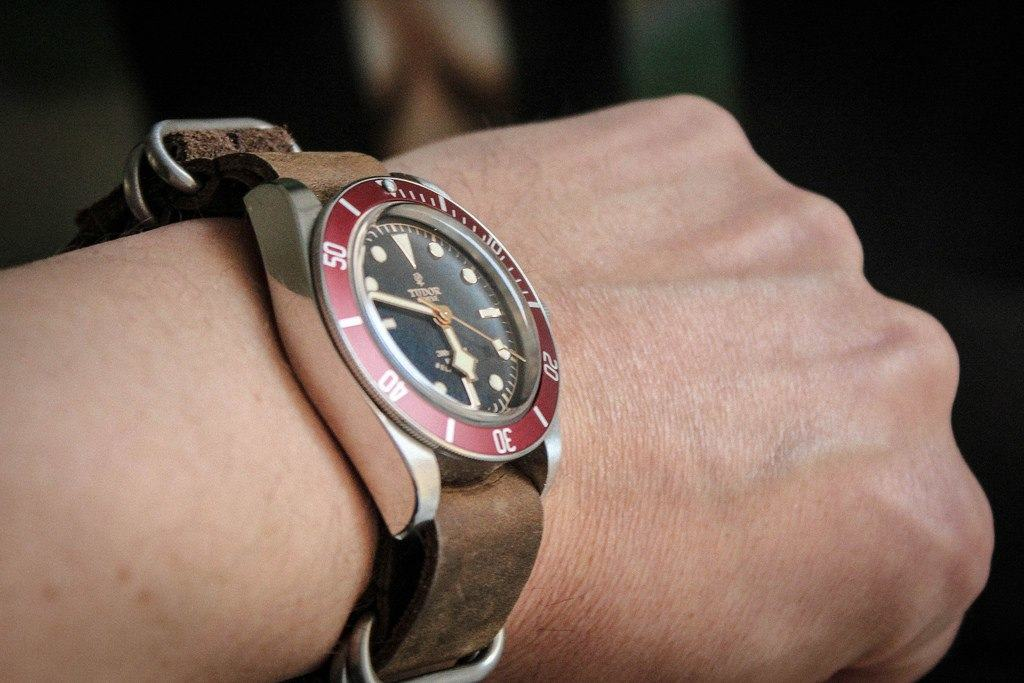 Tudor Black Bay ranteessa.