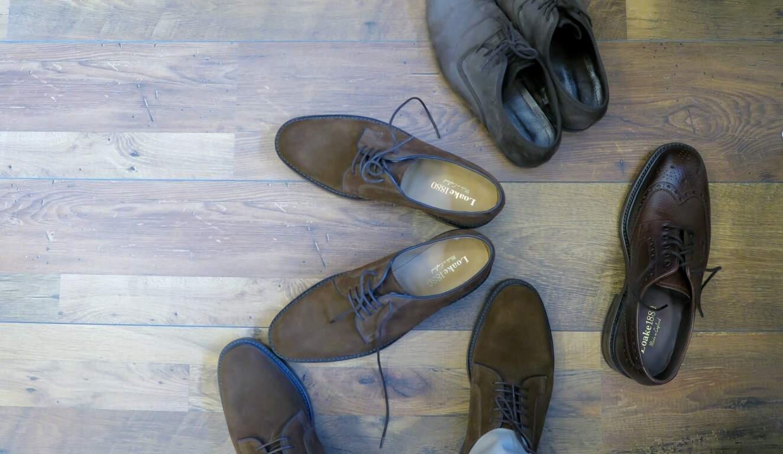 Loaken kengät sovituksessa