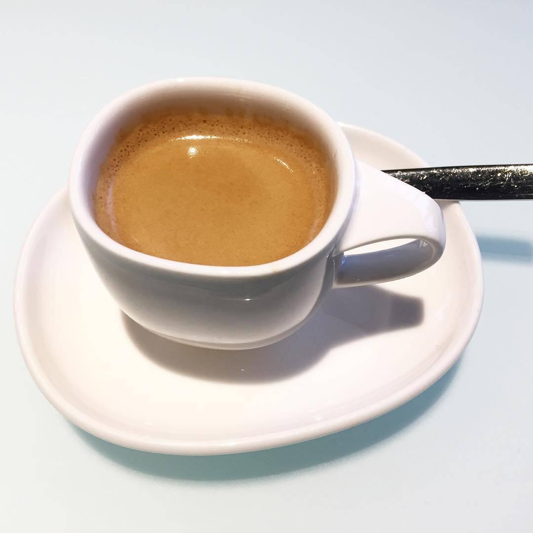 Tuplaespresso kruunasi aterian.