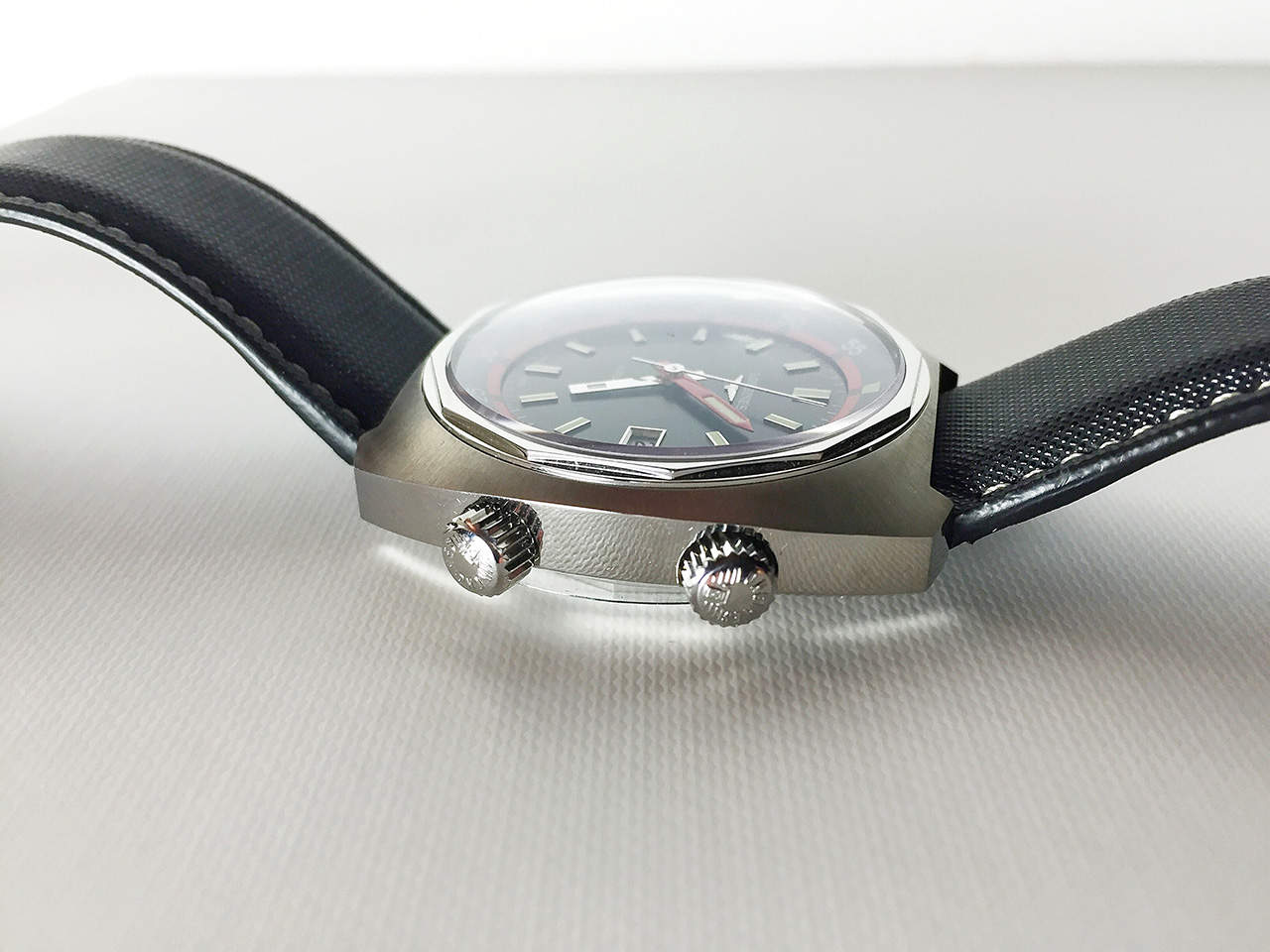 Longines Heritage Diverin design muistuttaa 1960-luvun ultra-chronia.