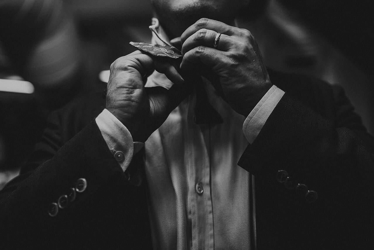 Nuorkauppakamarilaiset käyttävät smokkia, joten solmukkeen solminta kuuluu niin ikään osattaviin taitoihin.