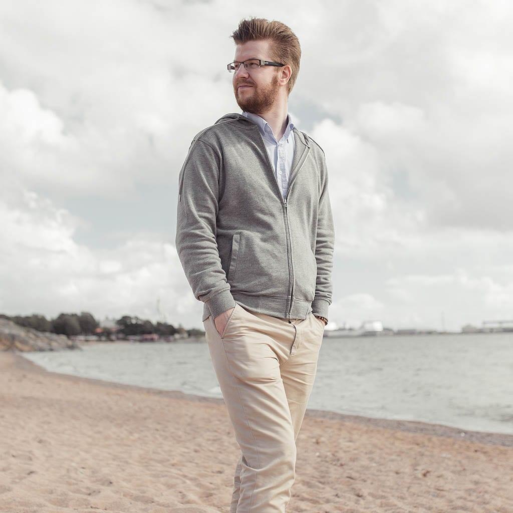 Rento kesäpäivä Hangon tuulisella rannalla oli paras testi Daimon Barberin No 4 tuotteelle. Tulos: piti sen, minkä lupasi.
