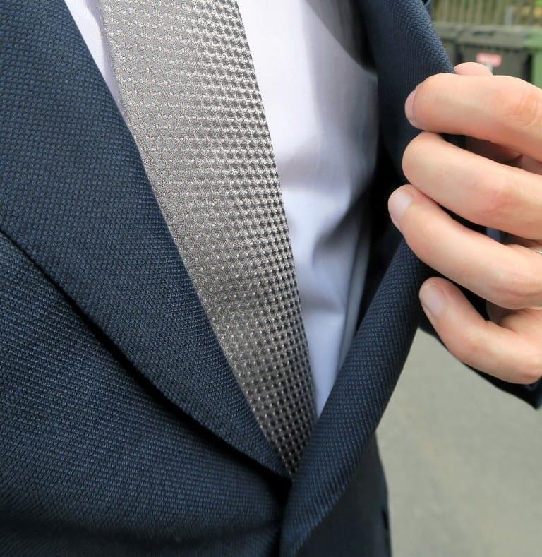 Herrainpukimon mittatilauspuvun tekstuuria