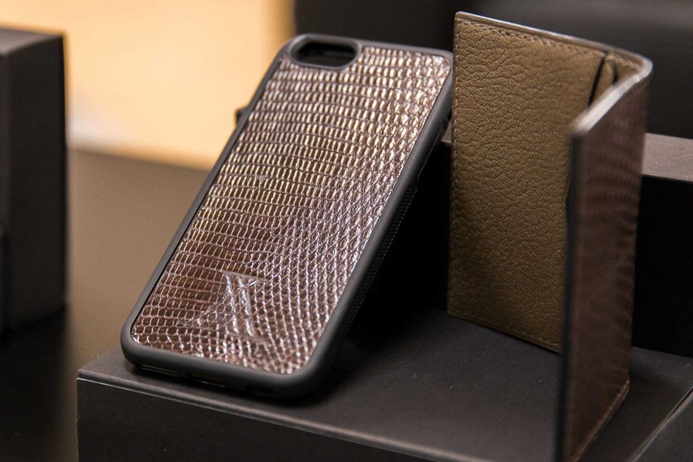 Arte Helsinki tekee käsityönä upeita nahkatuotteita, kuten kännykkäsuojia ja lompakoita.