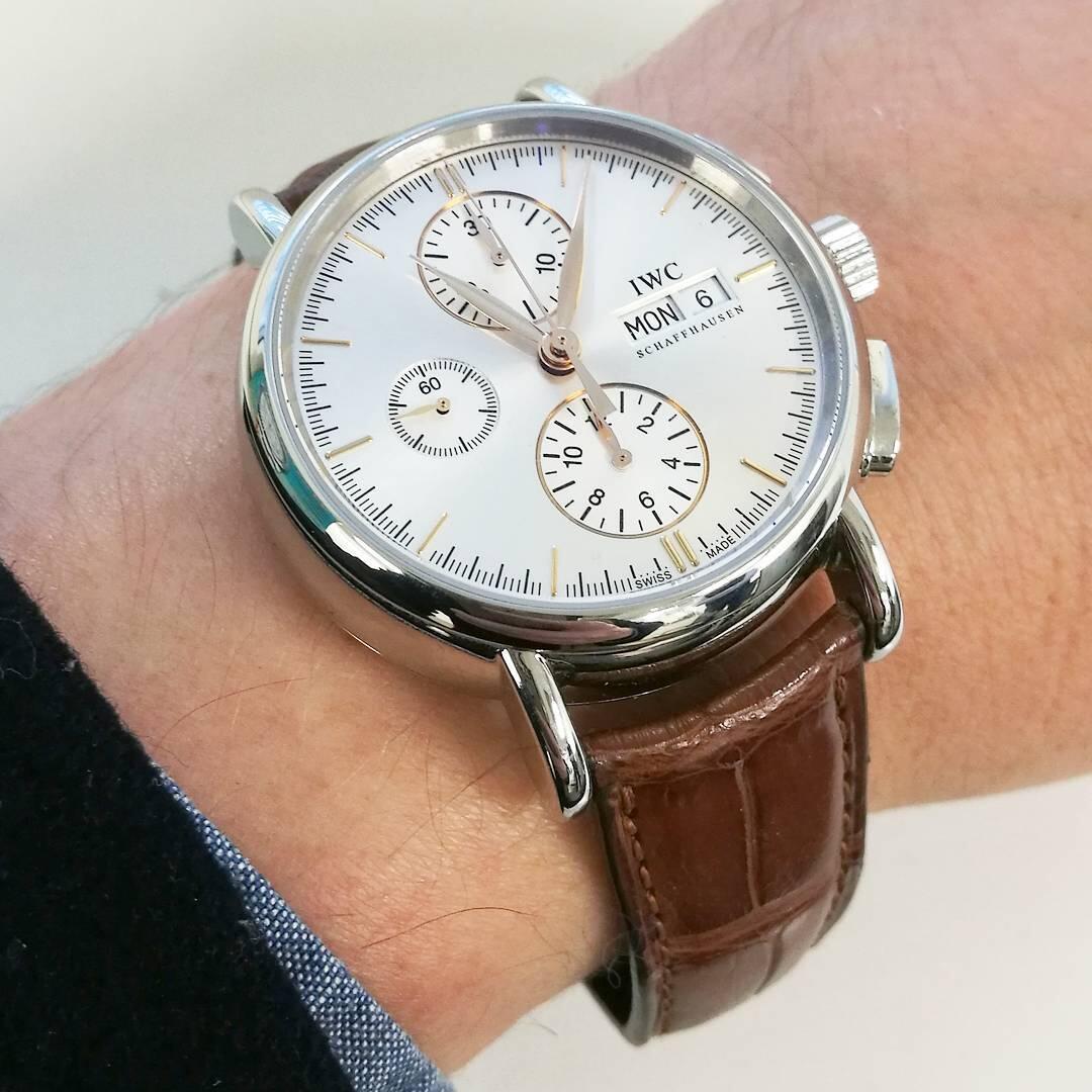 Kellokonttorilta löytyy mm. upea IWC Portofino Chronograph, joka on täydellinen valinta sporttisen pukukellon ystävälle.