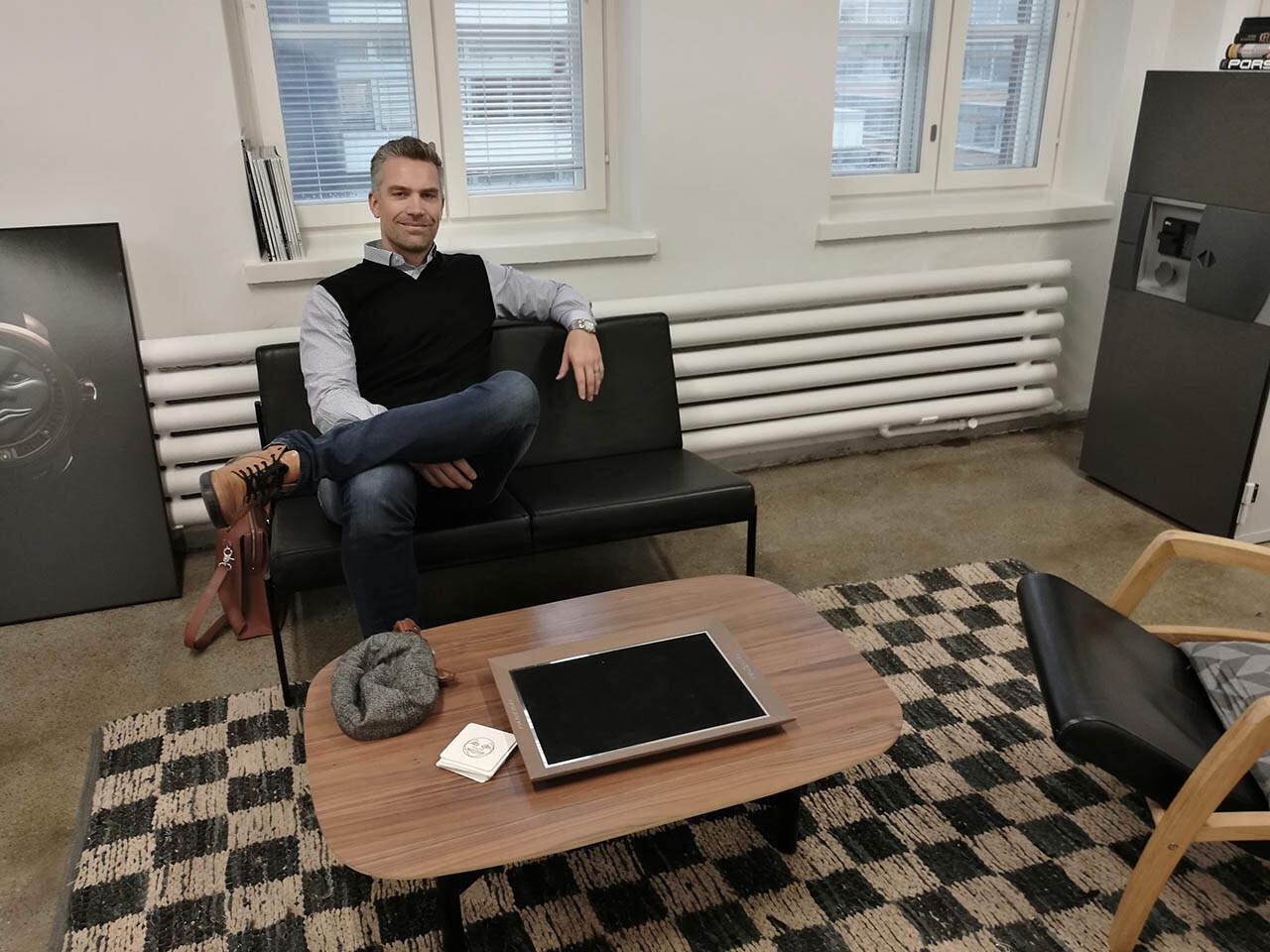 Sami Astalan Kellokonttori on asettunut taloksi Kaapelitehtaalle.