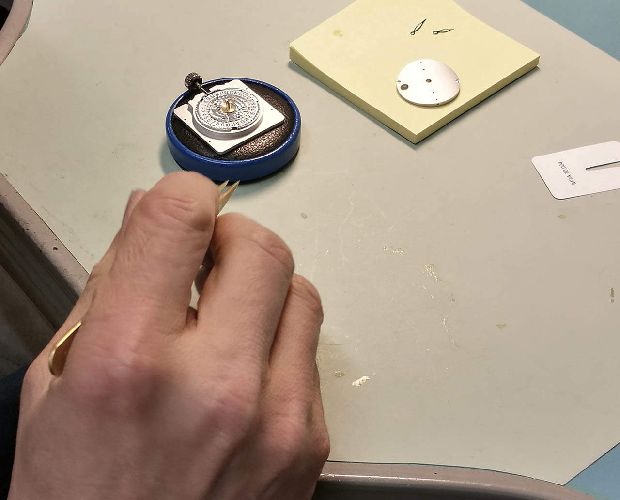 Watch Service Finlandin huoltopisteessä on kronografin huolto valmistumassa.