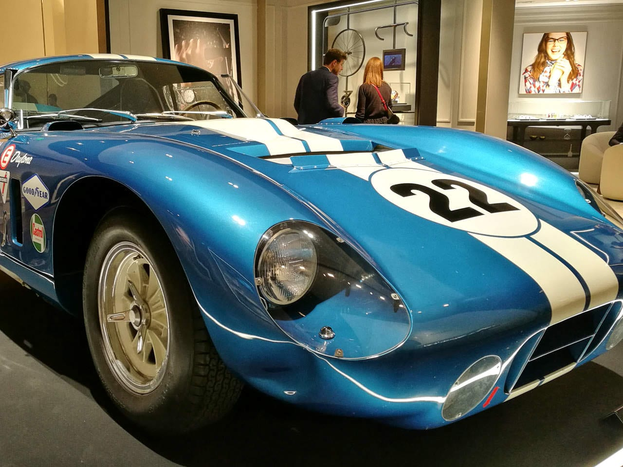 Baume & Mercierin osaston vetonaulana oli Shelby Cobra.
