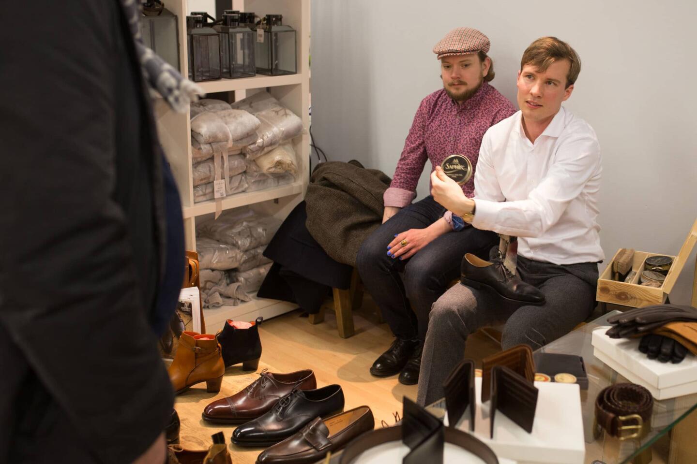 Eliel's on Suomen paras kenkäliike, josta saa mm. Carminan ja Crockett & Jonesin kenkiä. Ja mikä parasta, Eliel'siltä saa myös kenkien huoltamiseen liittyvää palvelua isolla P-kirjaimella.