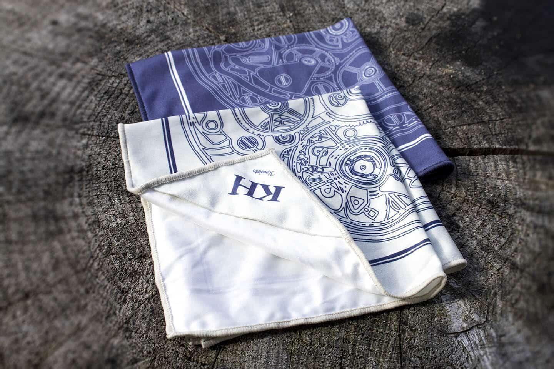 KH x FatCloth tehtiin kahdessa värissä; sinisenä ja valkoisena.