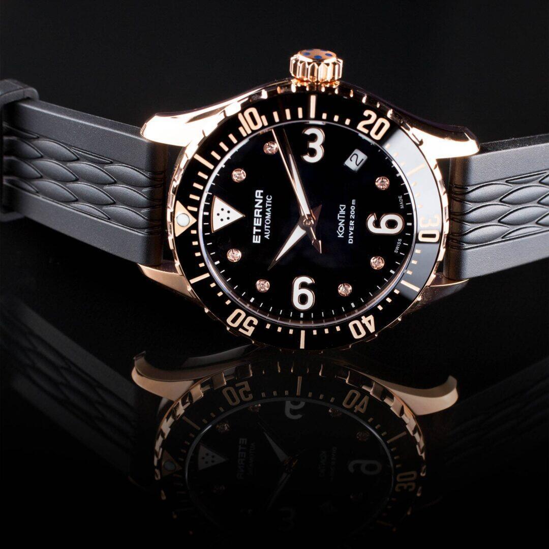 Eterna Lady KonTiki Diverin kellotauluun on istutettu hillitysti seitsemän timanttia.