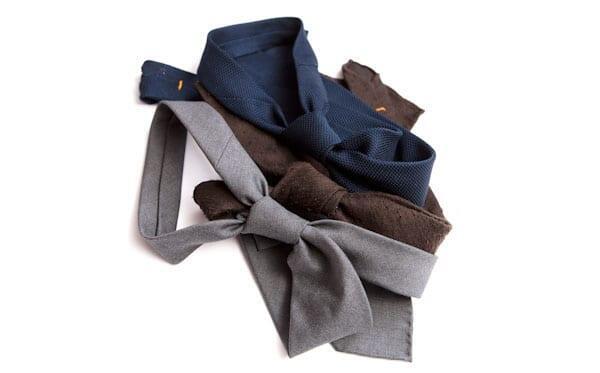 Kaikki nämä solmiot sopivat täydellisesti parittajan vaatekaappiin. Valitse näistä kuitenkin tummansininen ja sitten toinen oman makusi mukaan.