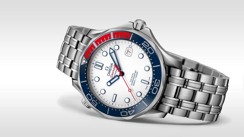 "Omega Seamaster Diver 300M ""Commander's Watch"" teräsrannekkeella. Kuva: Omega"