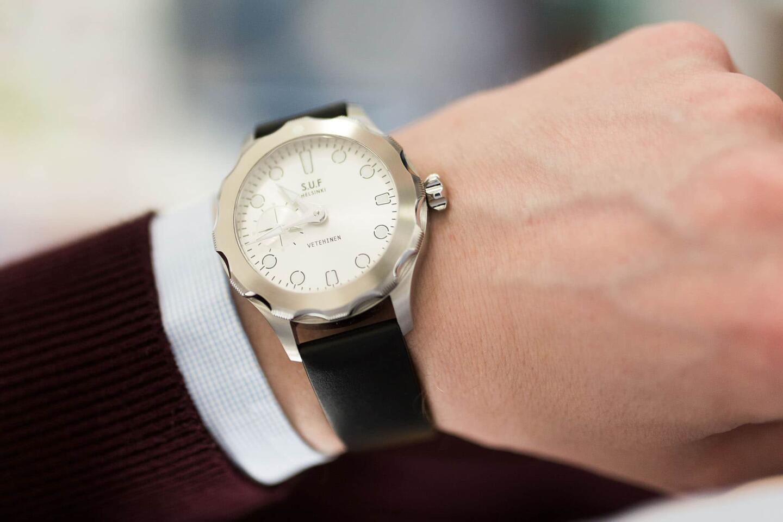Rannekevalikoima on muutenkin laaja ja niillä kellon tyyliä saa muutettua  merkittävästi. Pukeutumisen näkökulmasta Vetehinen on 927e3a2cfe