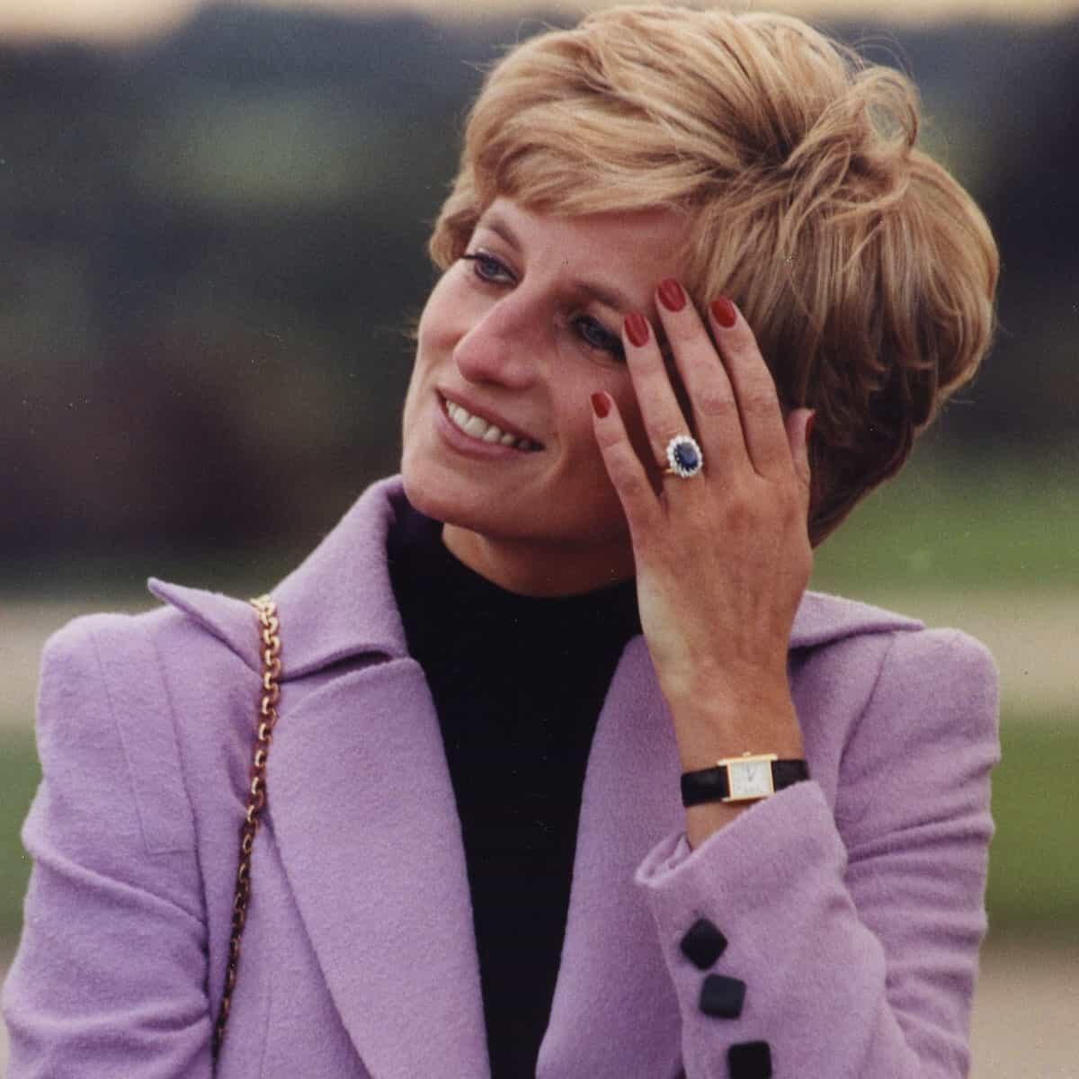 Lady Diana on yksi tunnetuimpia Cartier Tank -kellonkäyttäjiä.