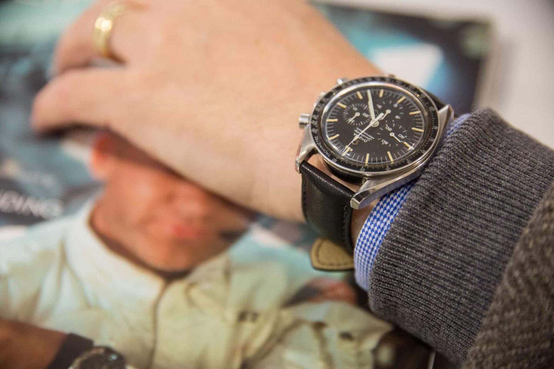 Kello on säilynyt erittäin hyvin vuosikymmenten saatossa - kellotaulun patina kertoo kuitenkin ajan kulumisesta.