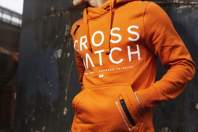 Voimakas väri yhdistettynä näyttävään printtiin on Crosshatchin ydintä.