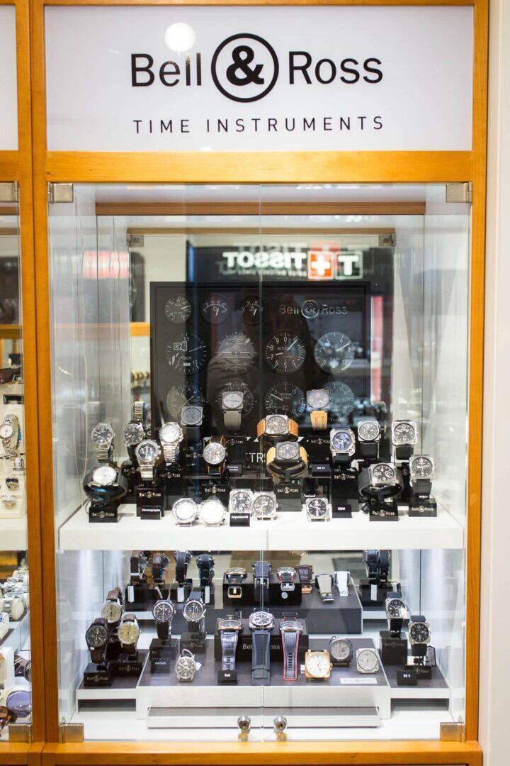 Aseman Kellon myymälöistä löytyy kattava valikoima Bell & Rossin rannekelloja.