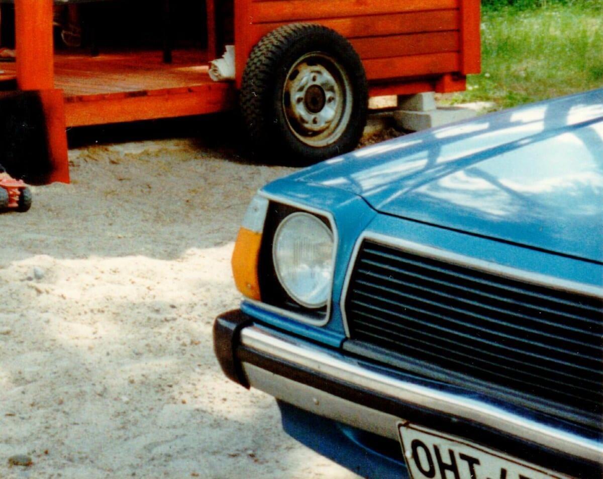 Jokamies Toimittajan autot Mazda 323