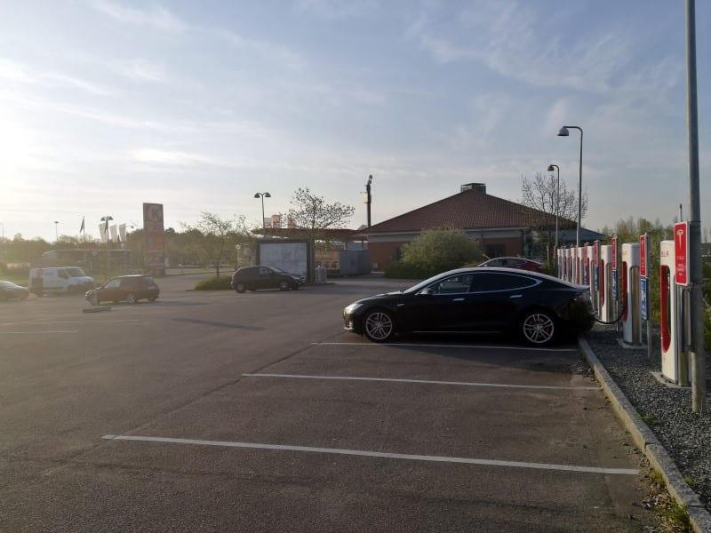 Jokamies-Teslan-osto-Hollannista-Lataus-Tanskassa