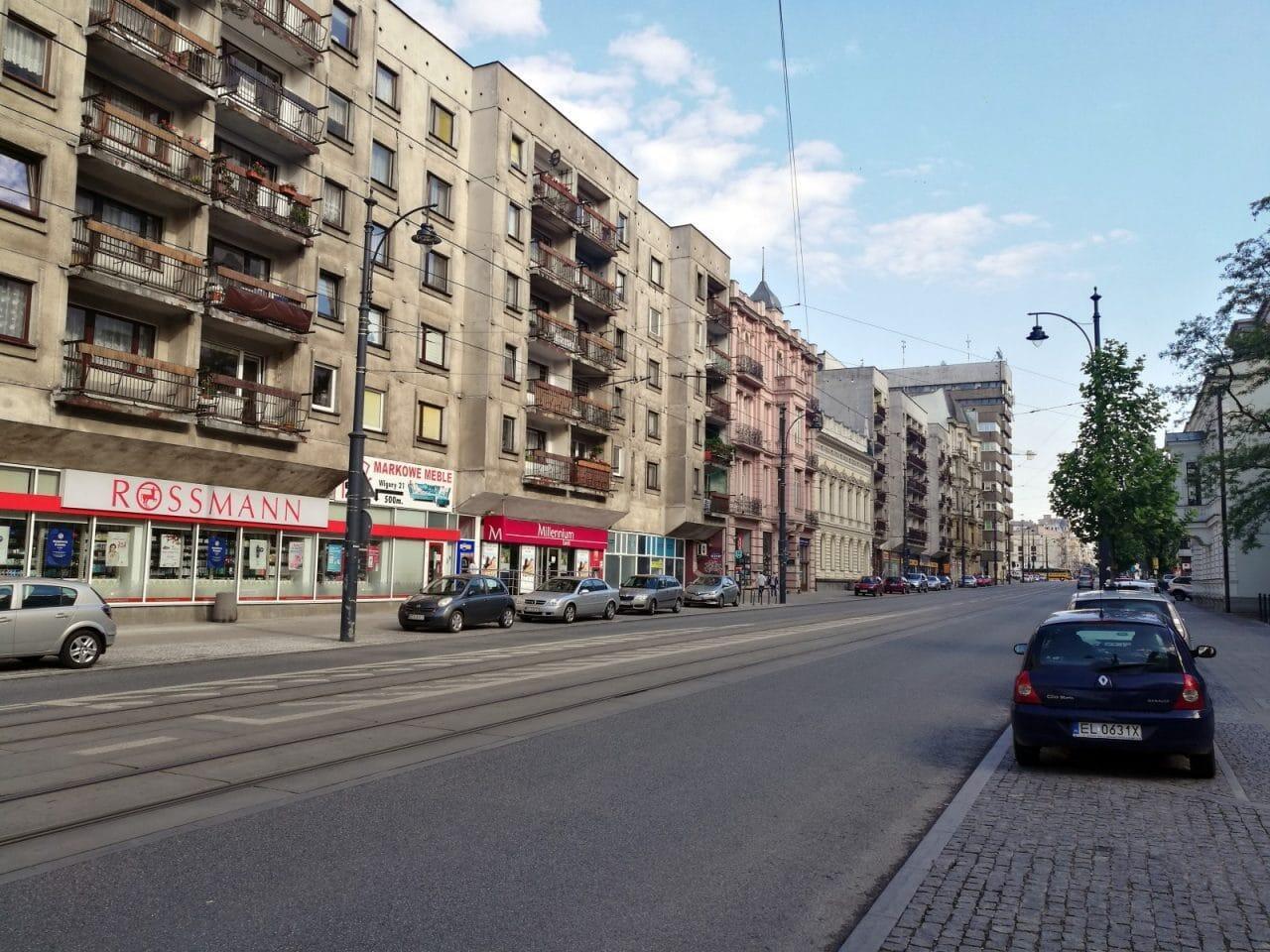Jokamies-Teslalla-Puolaan-Lodz-1