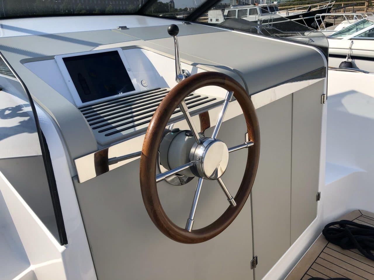 Q Yachts Q30 -sähkömoottorivene