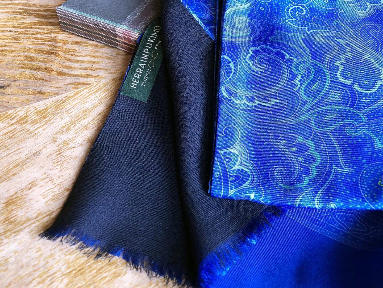 Herrainpukimon syys-talvimalliston upea herrainhuivi on tehty villasta ja silkistä.