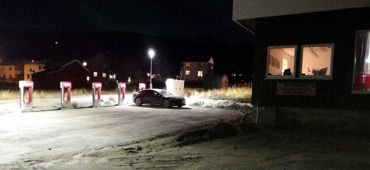 Jokamies-Teslalla-talvella-Nordkappiin-Skibotn-Supercharger