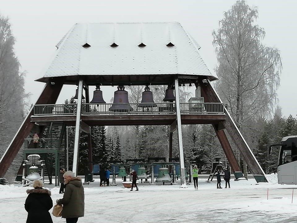 Jokamies-Teslalla-talvella-Nordkappiin-Vaskikello