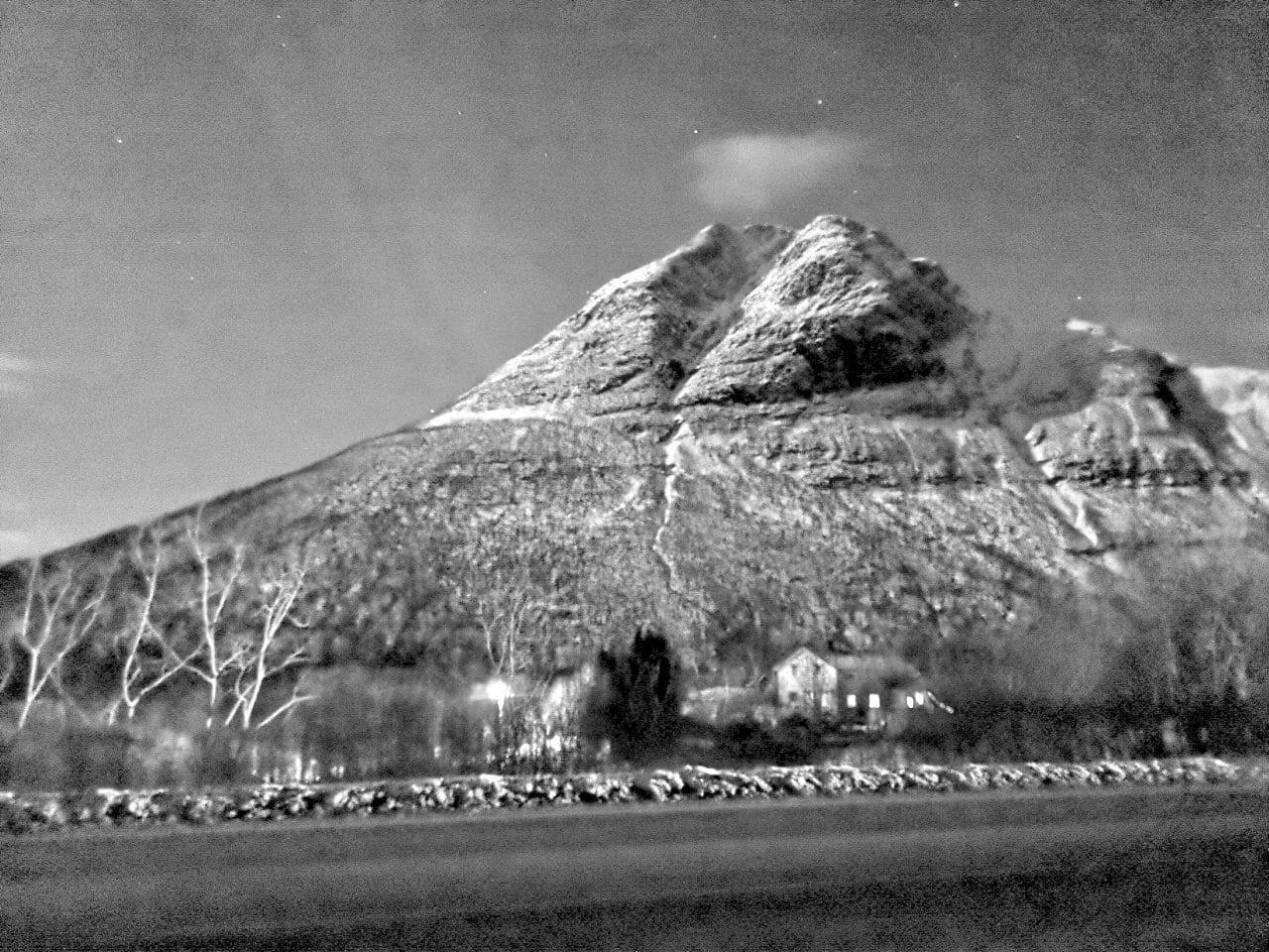 Jokamies-Teslalla-talvella-Nordkappiin-Vuori