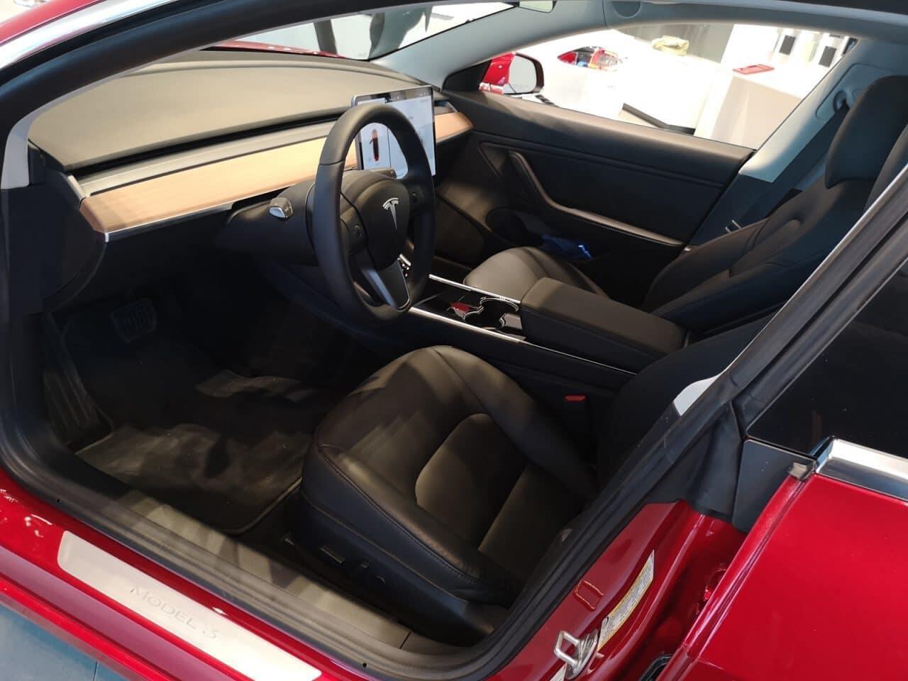 Tesla-Model-3-kuskin-penkki